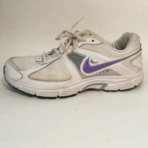 Nike Womens White Leather Athletic Tennis Shoes
